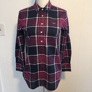 Vineyard vines relaxed fit plaid top. size 00.